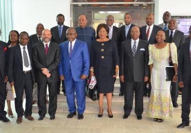 Ministre des hydrocarbures, Ministre des petites, moyennes entreprises et de l'artisanat, Directeur général TEPC et collaborateurs avec les membres du PADE (Banque mondiale)